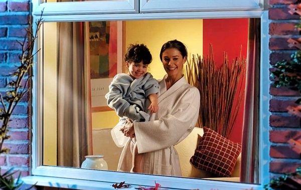 Montazh okon PVH v detskoj komnate (1)