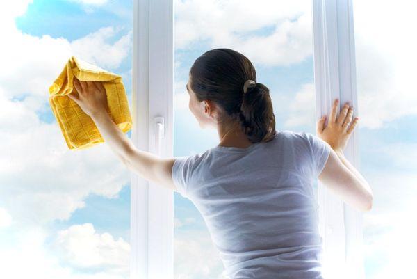 Uhod za plastikovymi oknami (1)